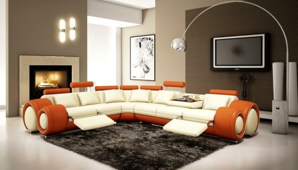 lampadaire-arc-et-un-intérieur-moderneen-en-beige-et-orange