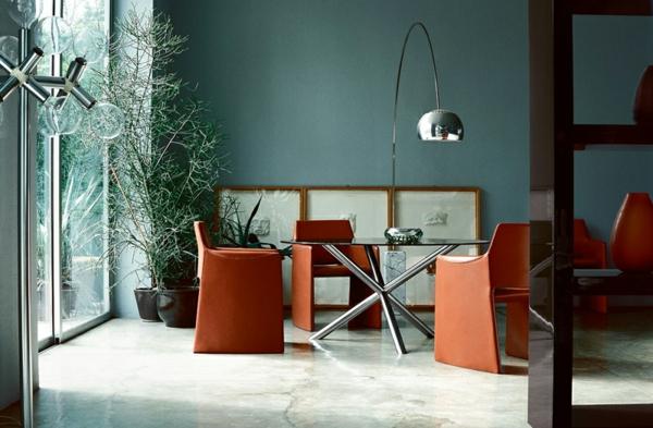 lampadaire-arc-et-une-table-d'acier