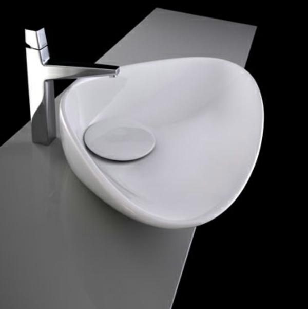 lavabo-a-forme-inhabituelle-et-design-coquille