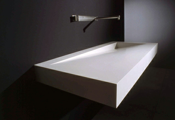 lavabo-a-forme-inhabituelle-extravagante-blanc-et-noir