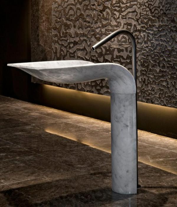 lavabo-a-forme-inhabituelle-extravagante-marbre