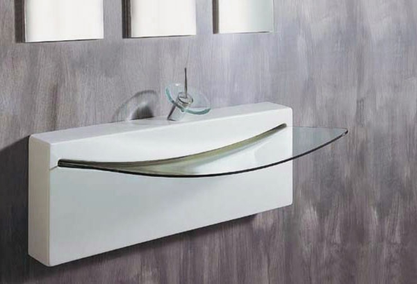 Un lavabo de salle de bains forme inhabituelle donnera l for Lavabo salle de bain en verre