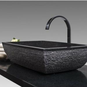 Un lavabo noir pour la salle de bains élégante