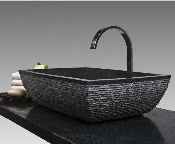 Un lavabo noir pour la salle de bains l gante for Lavabo en coin salle de bain