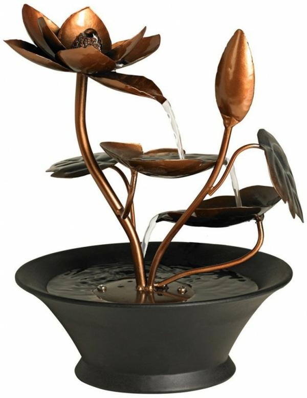le-fontaine-d'intérieur-design-une-fontaine-douce-à-une-fleur-de-cuivre