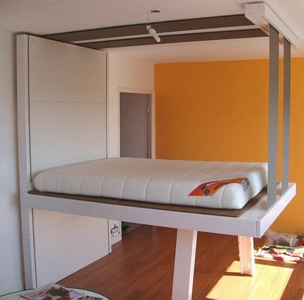 Un lit escamotable plafond pratique et innovant for Charniere pour lit escamotable