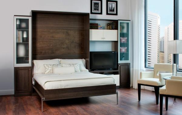 lit-rabattable-marron-dans-une-salle-de-séjour
