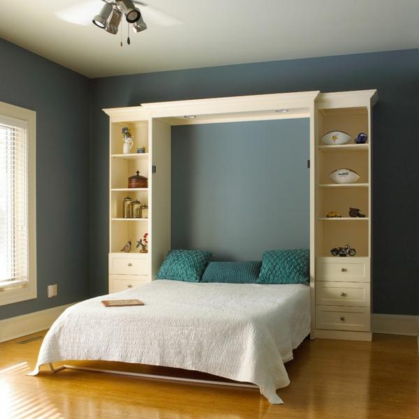 lit-rabattable-blanc-avec-des-coussins-bleus