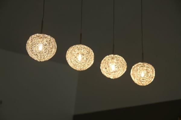 luminaire-suspendu-quatre-luminaires-globes