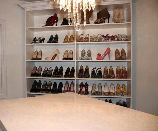le meuble chaussure design organise de petites expositions ... - Meuble De Rangement Chaussures Design