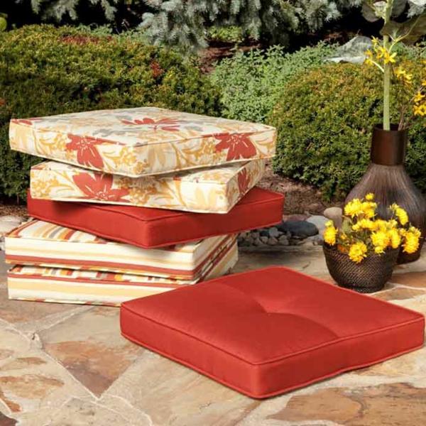 Le meuble de jardin ikea cr e des espaces jolis et for Coussin salon de jardin ikea