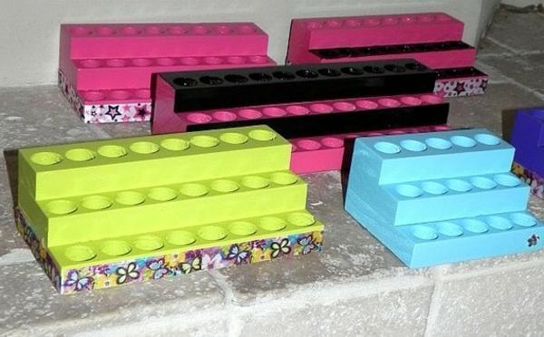 meuble-de-rangement-de-maquillage-des-niches-ovales-colorées