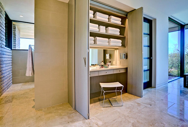 meuble-de-rangement-de-maquillage-une-table-avec-miroir-emboîtée-dans-une armoire-beige