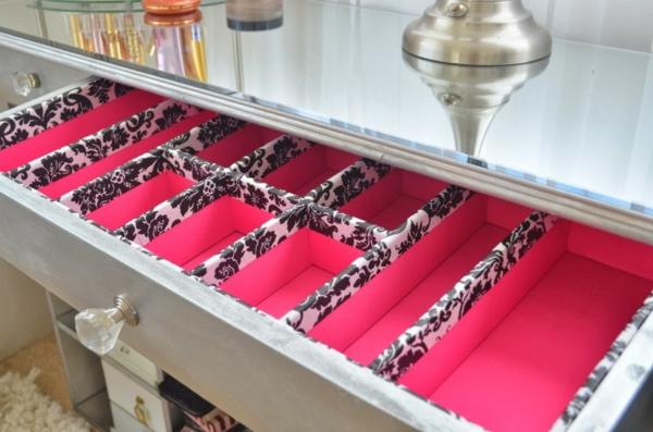 meuble-de-rangement-de-maquillage-velouté-en-rose-de-design-chic