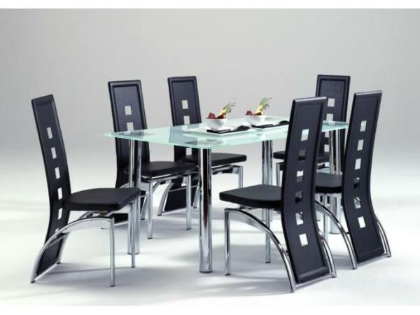 meuble-en-acier-table-en-verre-et-chaises-aux-dossiers-longs