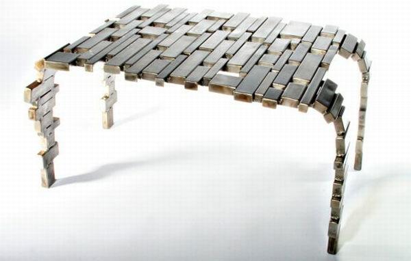 meuble-en-acier-petite-table-extraordinaire