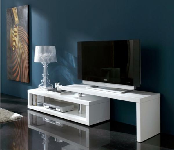 Meuble Tv Blanc Et Bleu : Un Plancher Miroir Et Un Meuble Blanc Tv, Une Jolie Peinture De Zèbre
