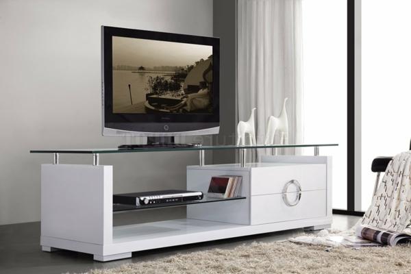 Meuble Tv Moderne Rouge : Meuble Tv Blanc, Un Embase De Verre Et Deux Chameaux Blancs