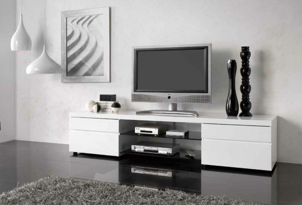 meuble-tv-laqué-blanc-et-deux-vases-noires-sur-lui
