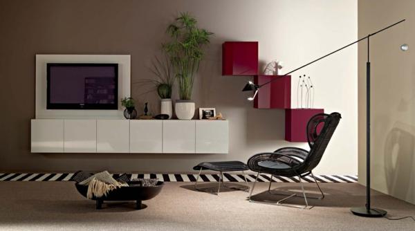 meuble-tv-laqué-blanc-et-un-écran-monté-au-mur