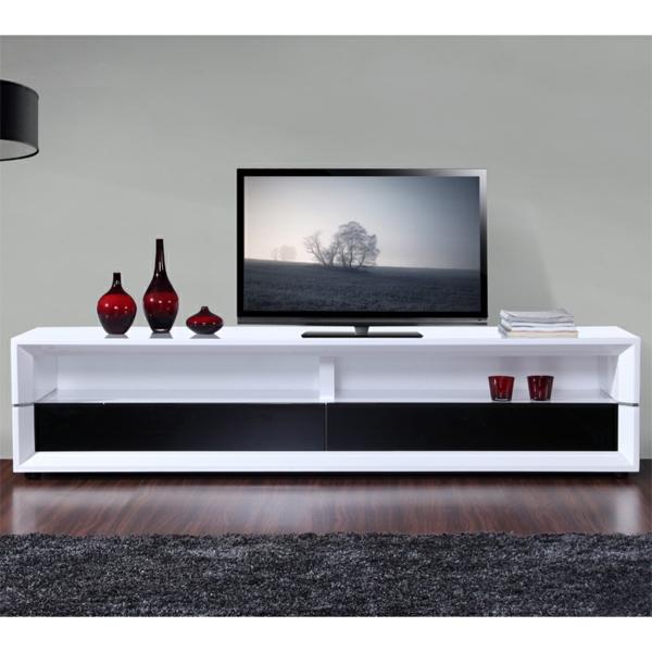 meuble-tv-laqué-blanc-et-des-vases-rouges