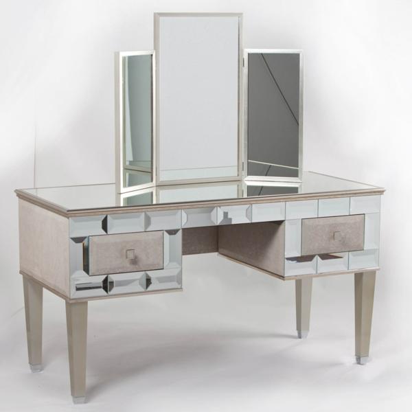 miroir-triptyque-sur-une-table