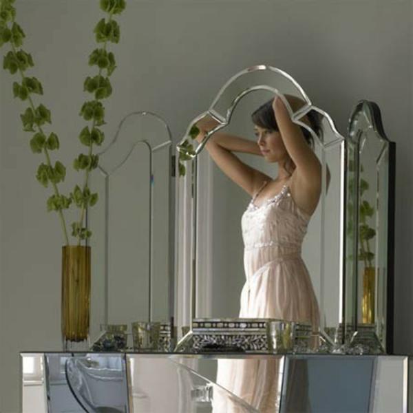 Le miroir triptyque - un style élégant et bien connu - Archzine.fr