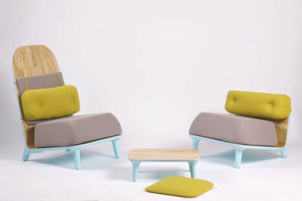 mobilier-de-design-contemporain-des-sofas-en-plastique-et-en-bois-avec-des-matelas-moelleux
