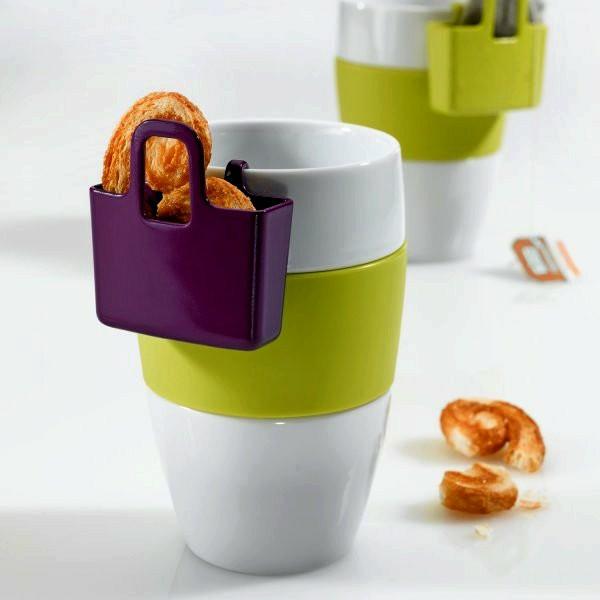 le-tasses-à-café-design-des-tasses-avec-de-petits-sacs-pour-des-biscuits