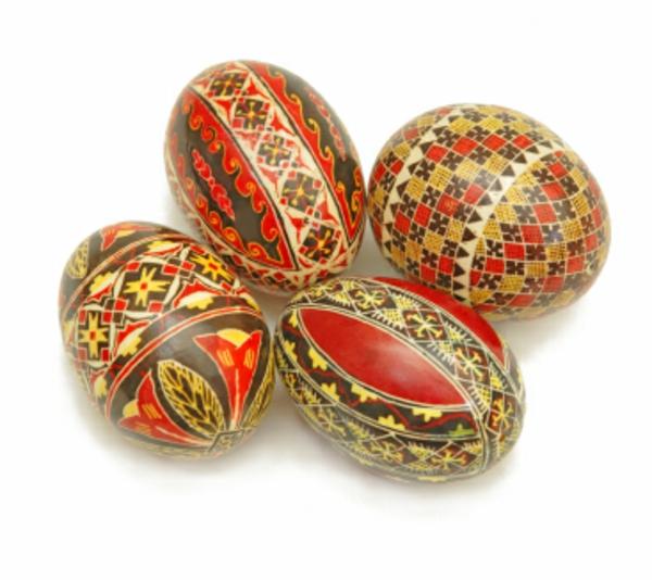 decoration-oeufs-motifs-tradition-slave