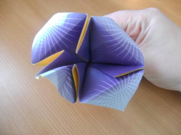 origami-facile-fleur-un-jeu-amusant-loopele-papiers-origami