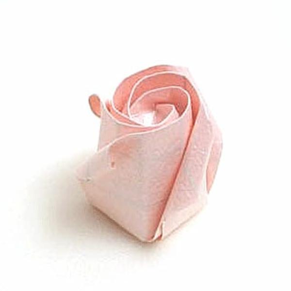 origami-facile-fleur-un-jeu-amusant-rose-pale