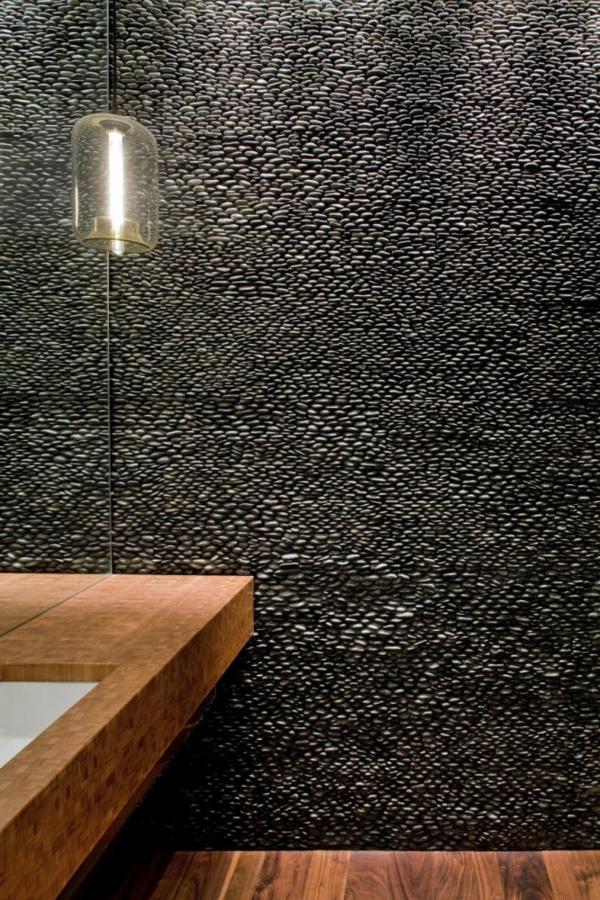 parements-muraux-un-mur-en-pierres-noires