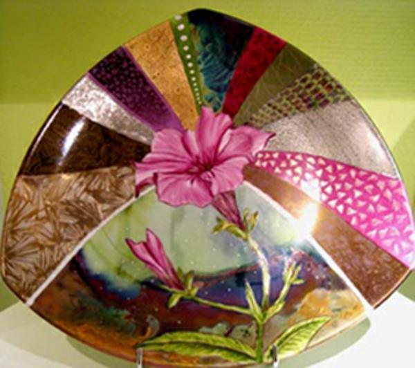 peinture-sur-ceramique-creative-amusante-assiette-motifs-a-fleurs