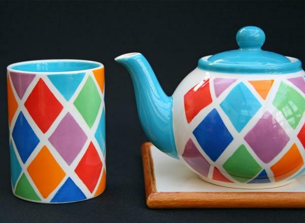 peinture-sur-ceramique-creative-amusante-idee-theiere-et-tasse