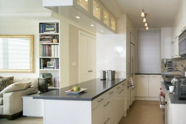 petite-cuisine-design-idee-blanc-jaune-violet
