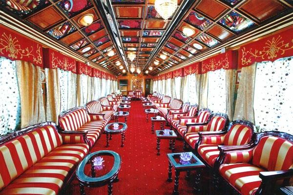 plafond-avec-miroir-le-palais-voyageant