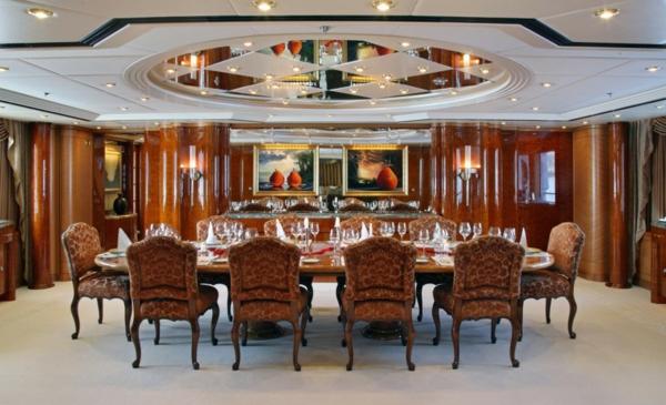 plafond-avec-miroir-un-hall-de-déjeuner-luxueux