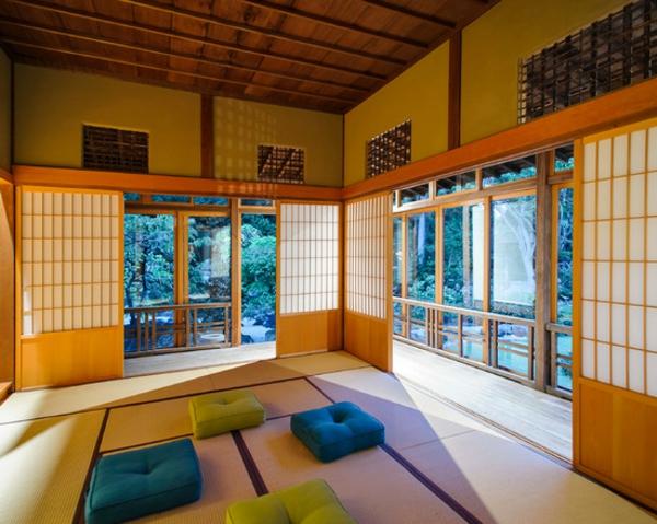 portes-coulissantes-japonaises-dans-une-maison-miraculeuse-de-style-japonais