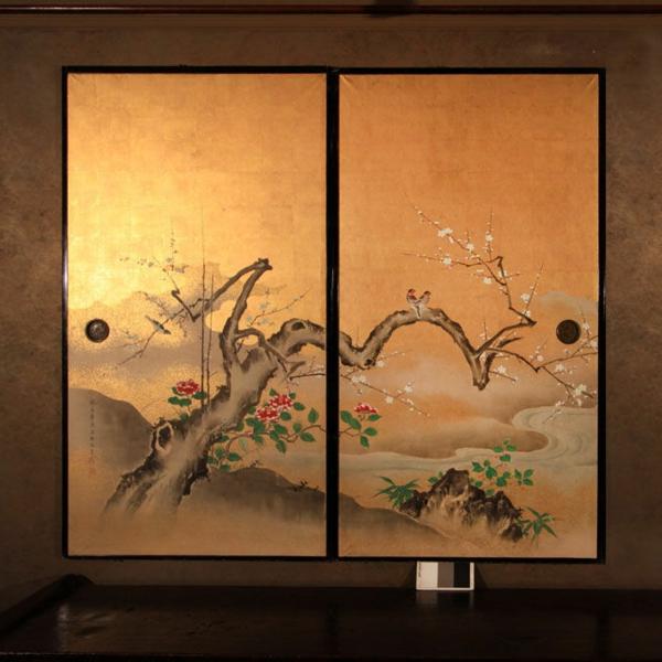 portes-coulissantes-japonaises-un-ventail-décoré-de-peinture-d'arbre