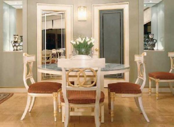 salle-a-manger-moderne-avec-quatres-chaises