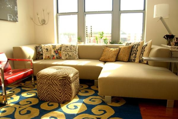 salon-d'angle-cuir-beige-et-fauteuil-rouge