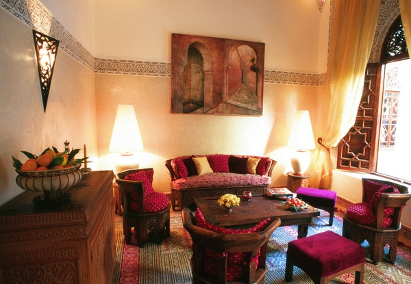 La d coration salon marocain la symbiose entre tradition for Salon moderne rouge