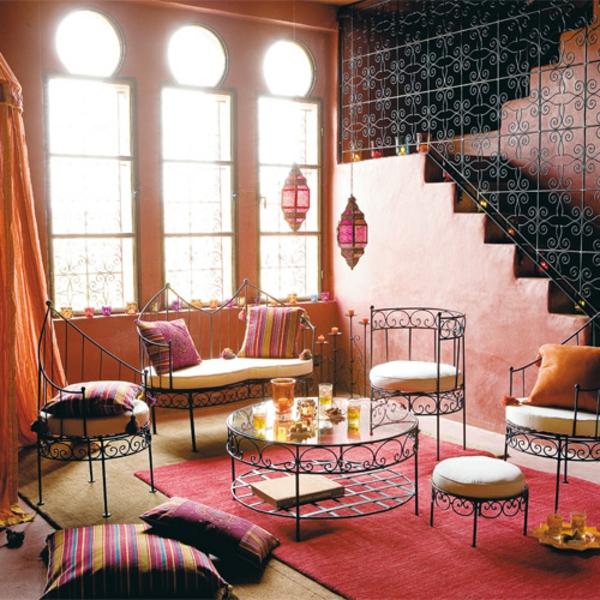 La d coration salon marocain la symbiose entre tradition for Salon fer forge moderne