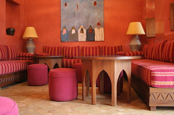 salon-marocain-moderne-inspiration-tabourets