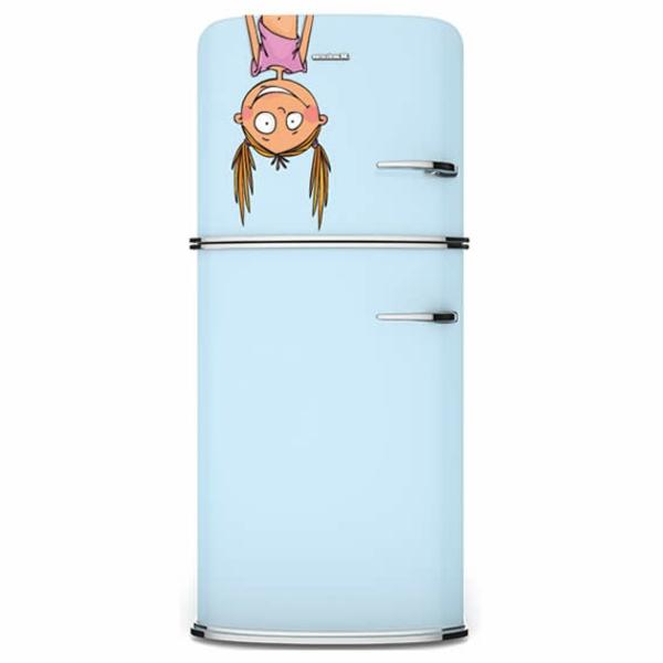 sticker-frigo-une-fille-pendante