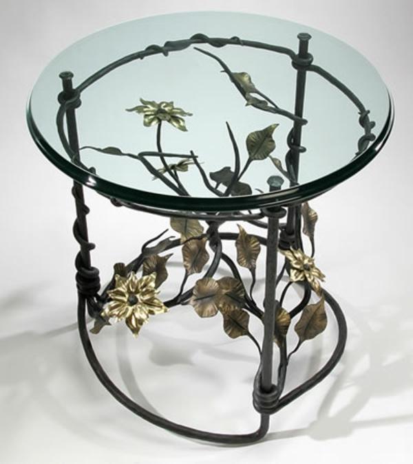 table-basse-en-fer-à-jolis-ornements-de-couleur-mielée