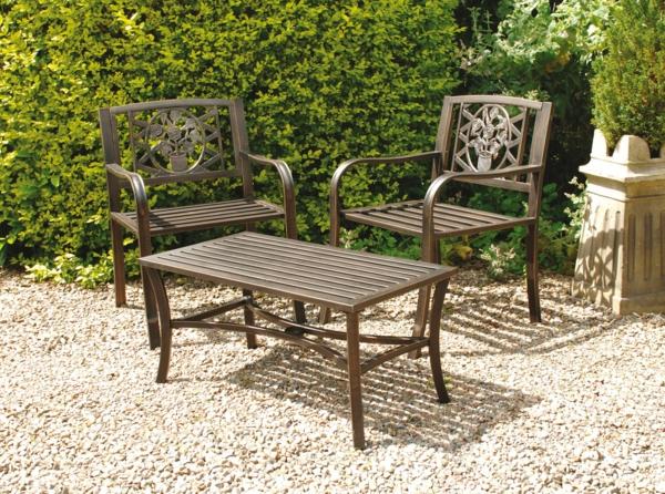 table-basse-en-fer-avec-deux-chaises