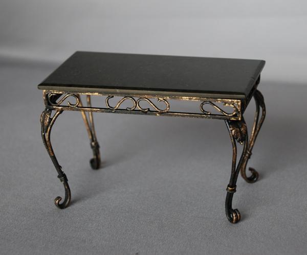 table-basse-en-fer-couleur-cuivrée