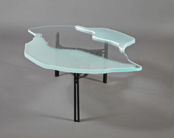 table-basse-en-fer-verre-et-plastique